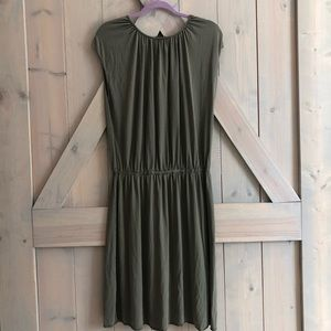 Banana Republic Dresses - Banana republic silk olive green  dress womens xl